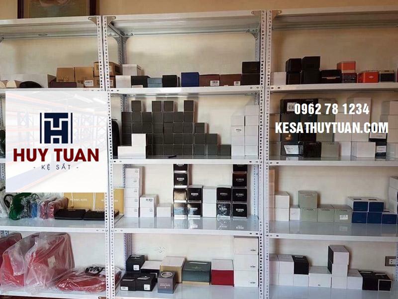 Giá kệ sắt trưng bày sản phẩm